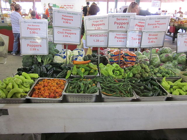 Loxley_Farm_Market_Produce_By_Infrogmation_of_New_Orleans_[CC-BY-SA-3.0_(http_creativecommons.org_licensesby-sa3.0)]_via_Wikimedia_Commons
